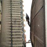 La avería esta en la condensadora, Puede ser condensador sucio, o obstruido O el ventilador que no funcione a las revoluciones de sus medidas